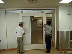 東京大学付属病院取付工事風景2